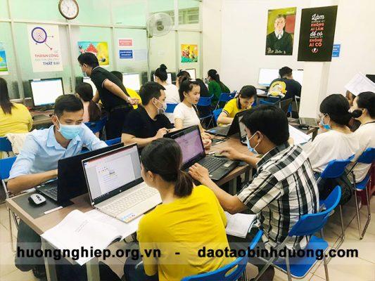 khóa học tin học văn phòng dành cho công nhân tại bình dương